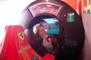 Undatierte Aufnahme: Ich beim Testen eines Autosimulators auf dem Kinderfest der Deutschen Bank in Eschborn. Foto: Franz Schmitt