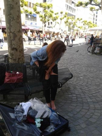 Nochmal zum Thema Privatsphäre... Umziehen auf der belebten Fressgass. Foto: Anne Zegelman