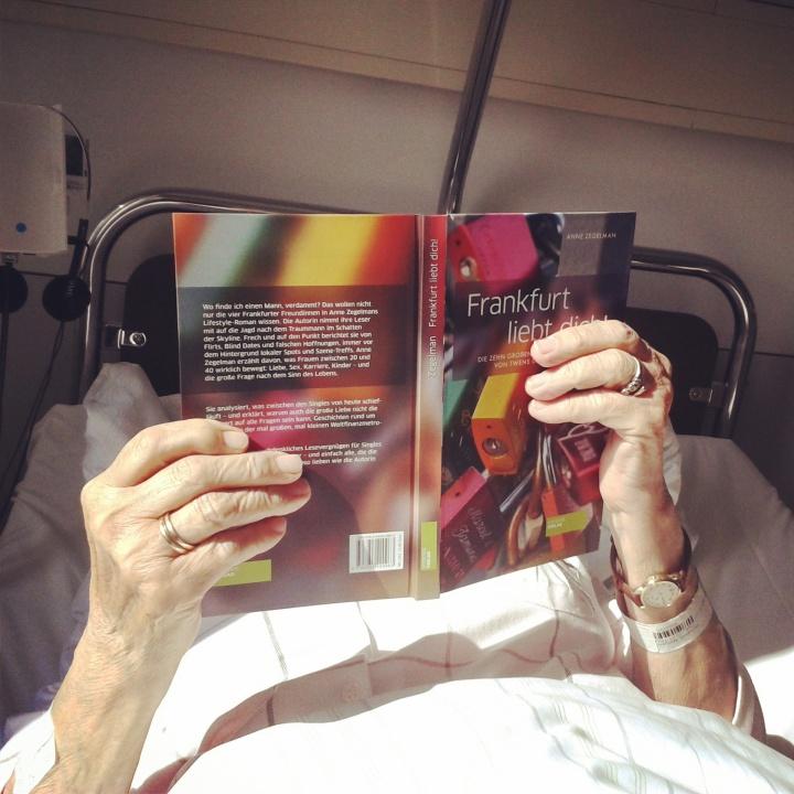 Oma liest Frankfurt liebt dich