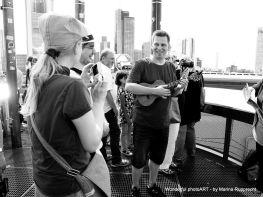 """Michael spielt seinen Song """"Rückenwindmaschine"""". Foto: Marina Rupprecht / Wonderful photoART"""