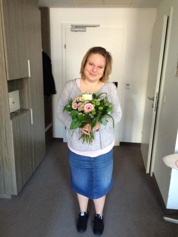 Mein Trostpreis: Ein schöner Blumenstrauß und ein großzügiger Büchergutschein.