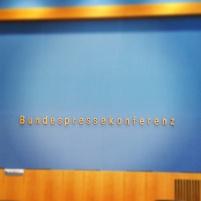 Bei meinem ersten Termin in der Bundespressekonferenz war ich noch ziemlich ehrfürchtig; mittlerweile gehört ein Besuch dort fast schon zum normalen Berliner Berufsalltag.