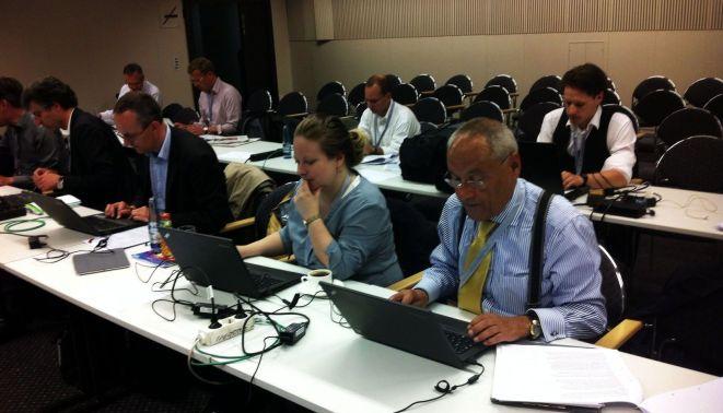 Mein Vorgesetzter Herr Laschet, Kollegen und ich im Presseraum des Congress Center Hamburg.