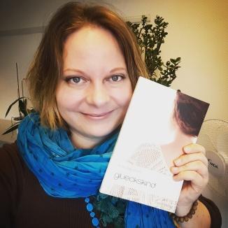 Saustolze Autorin mit ihrem zweiten Baby. :)