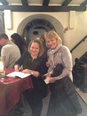 Anne signiert.