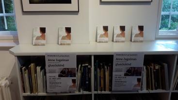 Büchertisch in Berlin.