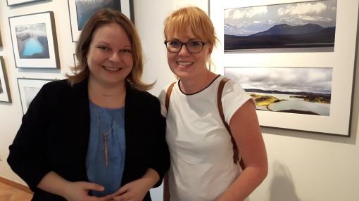 Anne und Besucherin Nora bei der Berlin-Lesung.