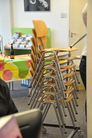 Es müssen sogar zusätzliche Stühle geholt werden!!! :)