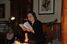 """Anne während der glueckskind-Lesung in der """"Krone""""."""