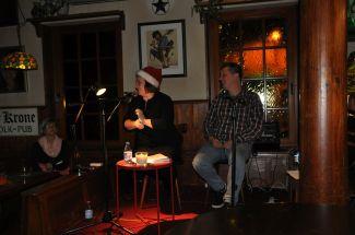 Anne mit Weihnachtsmannmütze - Dietmar Gilles