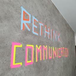 Viele Pläne, viele Ideen, viele verrückte Brainstorms finden im neu gestalteten Besprechungsraum statt.