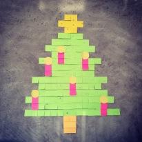 Ein Jahr ist rum, bald ist wieder Weihnachten. Das sieht man auch an der Wand im Besprechungsraum. :)